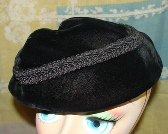 Soft Beret Style Black Velvet Ladies Hat 1930's Material Decorative Noir Band Versatile Deco Fashion