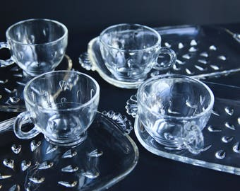 Four Vintage Pressed Glass Snack Plates w/ Cups Teardrop Pattern ~ Retro Mid Century Party Barware Snack Set