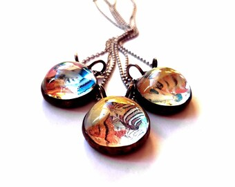 Fun Gifts for Animal Lover Holographic 3D Fish Tank Necklace, Transparent Glass Pendant Necklace Color Shift Dichroic Glass Jewelry