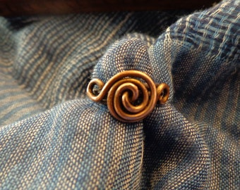 Copper wire forms this simple 'swirl' ring.