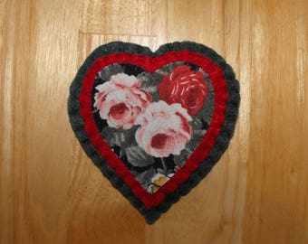 Hand made Floral Heart Brooch/Floral Heart badge/Floral Heart Pin/Roses Heart Pin