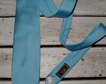 Light Blue Wide Polyester Tie Made By Resilio *Summer Accessory* 1970s Necktie!