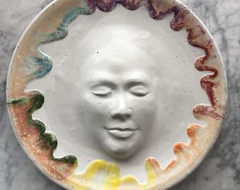 Couleur roue visage sculpture murale plateau portrait bas relief figure art poterie service assiette bain d'oiseau