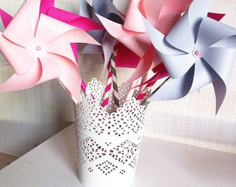 6 windmills (2 roses pale, 2 pink fuchsia, 2 grey) paper (120 gr) mounted on vintage paper straws.