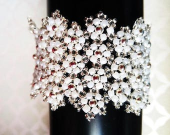 White Lace Daisy Cuff, Cuff Bracelet, Bridal Jewellery, Gift for Her, Mothers Day Gift, Flower Bracelet, Seed Bead Bracelet, Bridal Bracelet