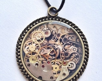 Pendant with gears
