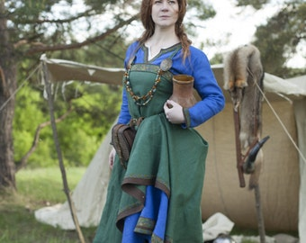 "19% DISCOUNT! Viking Costume Dress and Apron ""Ingrid the Hearthkeeper""; Linen Tunic; Linen Apron; Medieval Costume"