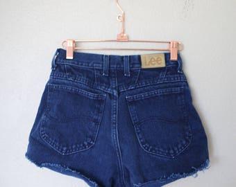 vintage navy blue high rise waist cut off denim mom jean shorts 25