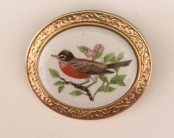 Vintage signed Avon Welcome Of Spring The Robin Bird Brooch/Pendant