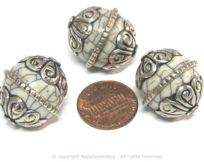 1 BEAD - Oval shape Tibetan silver encased wire band white crackle Resin focal bead from Nepal  - BD215B