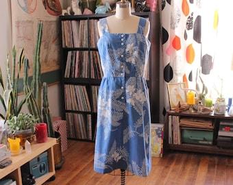 vintage 1970s sundress . Hawaiian print chambray fit and flare, womens size medium . light blue palm print dress