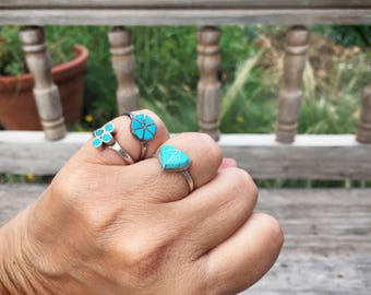 Dainty vintage turquoise ring 1970s Native American channel inlay