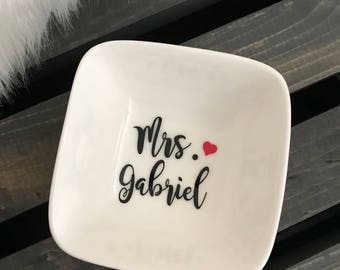 Ring Dish, Ring Holder, Engagement Gift, Personalized Ring Dish, Wedding Gift, Mrs Gift, Gift for bride, Bride to be, Bridal Shower