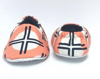 6-9mo RTS Baby Moccs: Southwestern Geometric / Crib Shoes / Baby Shoes / Baby Moccasins / Vegan Moccs / Soft Soled Shoes / Montessori Shoes