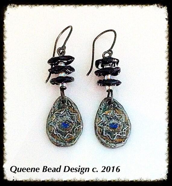 Ruffled Dancer Earrings #queenebead