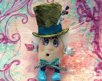MAD HATTER/CeramicWONDERLAND Character/Handmade/TeaTime/AliceInWonderland/Collectible/Lewis Carroll/Literary Character/GreenVelvetTopHat