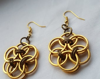 Helm-weave Chainmaille earrings 'Helm flower' gold plated and bronze