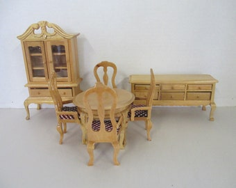 Handpainted blond finish 7 piece dollhouse dining room set cabinet, hutch, table 4 chairs used good condition