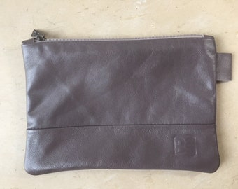 Pocket flat lambskin gray satin