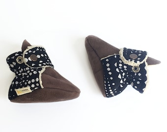 Black baby booties with white spots. Gender neutral, perfect for a boy or girl. Cotton moccasins.