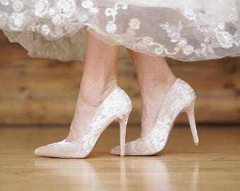 Champagne Wedding Shoes,Velvet Heels,Bridal Heels,Velvet Wedding Heels,Champagne Pumps,High Heels,Bridesmaid,Bridal Shoes with Ivory Lace