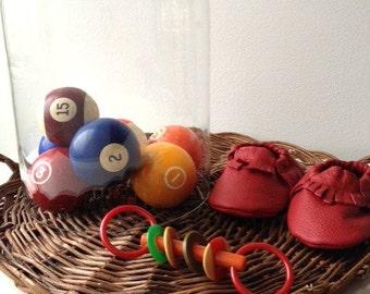 Vintage pool/billiard balls    primary colors    decor   kitsch decor vignette antique games game pieces boys nursery set