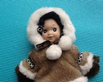 Native American Eskimo Doll. Faux Fur Traditional Native Dress. 9 inches. Darling Doll. Eskimo Girl. Vintage. Collectible. Alaska Territory