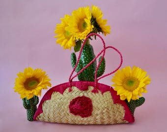 Vintage woven straw purse with pink rose detail, straps, and closure