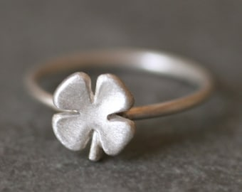 Small Four Leaf Clover Ring in Sterling Silver