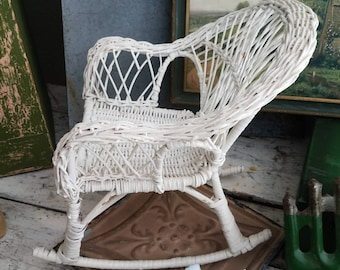 Vintage Wicker Chair / Vintage Doll Chair / Vintage Wicker / Vintage Chair / Vintage Rocking Chair / Vintage Cottage / Vintage Basket