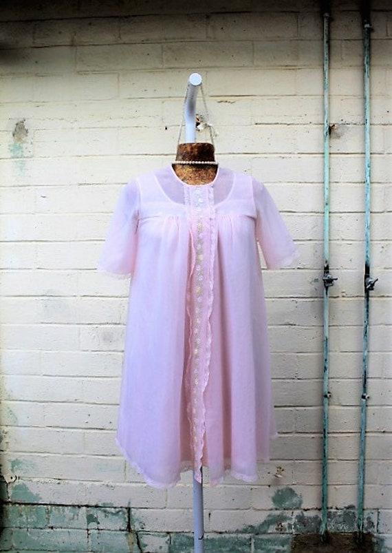 Small Vintage Chiffon Pink Bridal Peignoir Nightgown Set/Bridal pink peignoir set/wedding night bridal designer/Vintage Lingerie/1950s set