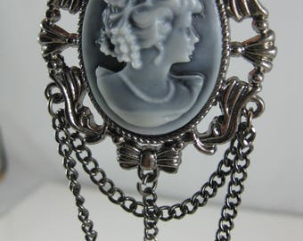 1PC Cameo Pendant with Chain, Victorian Inspired Cameo, Gunmetal Finish, Jewelry Supplies (1813)