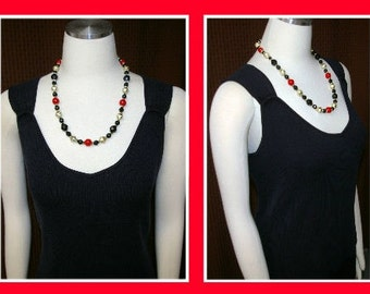 Vintage Red and Black Beaded Necklace  1970's