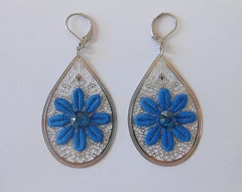 Earrings with cobalt blue lace flowers