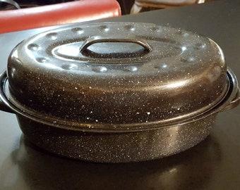 Vintage speckled enamel ware granite ware medium roasting pan with handles & lid kitchen cooking serving utensil