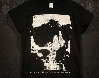 Death Never Goes Out of Fashion, skull - T-shirt