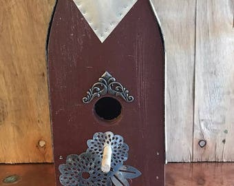 "Handcrafted Birdhouse ""Bird Barn"""