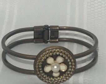 DaZy zipper bracelet, bangle bracelet, zipper jewelry, urban jewelry, unique gift, gift for her, Well Accessorized, daisy jewelry