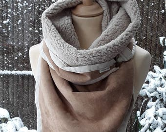 Light brown winter scarf with ecrukleurige finish