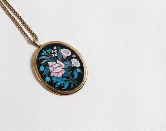 vintage 1970s pendant necklace oversized floral motif by Avon