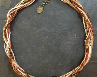 Kurze Handgemachte Perlen Halskette aus Toho Perlen. Mit Hamsa Hand der Fatima Anhänger.
