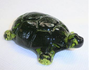 TURTLE PAPERWEIGHT Dark Green Glass  Measuring 4 and a half X 3 X 1 inches... Shipped by PRIORITY Mail with tracking