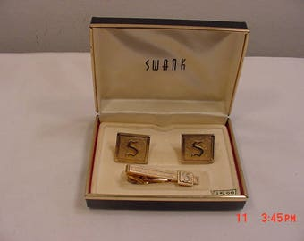 Vintage Swank Initial S Gold Tone Metal Cuff Links & Tie Clip Set In Original Gift Box  18 - 90