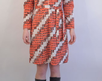 Vtg retro funky 1970s dress with long sleeves