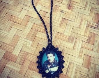 Elvis Presley King of Rock n' Roll 25 x 18mm black metal necklace rockabilly retro