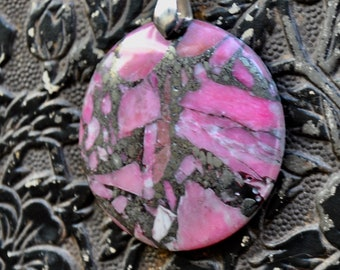 Round Sesame Pink and black speckled stone Necklace