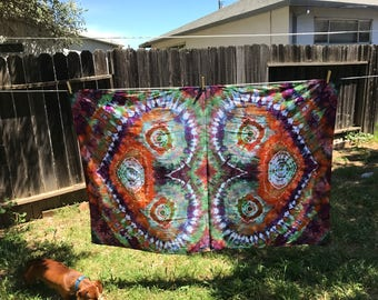 Double heart design Ice dyed tie dye tapestry.
