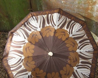 Knirps 1960s Telescopic Umbrella with zippered sheath. 2 button fold system. Rare, quality vintage folding sun parasol. Brown w/ gold detail