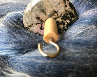 Top Whorl Pink Meshy Stone Drop Spindle