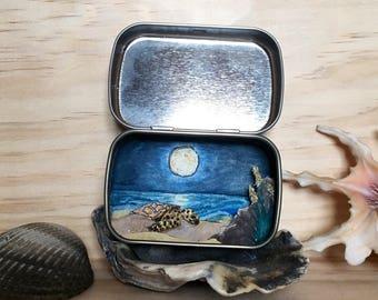 Sea Turtle Moon mini tin
